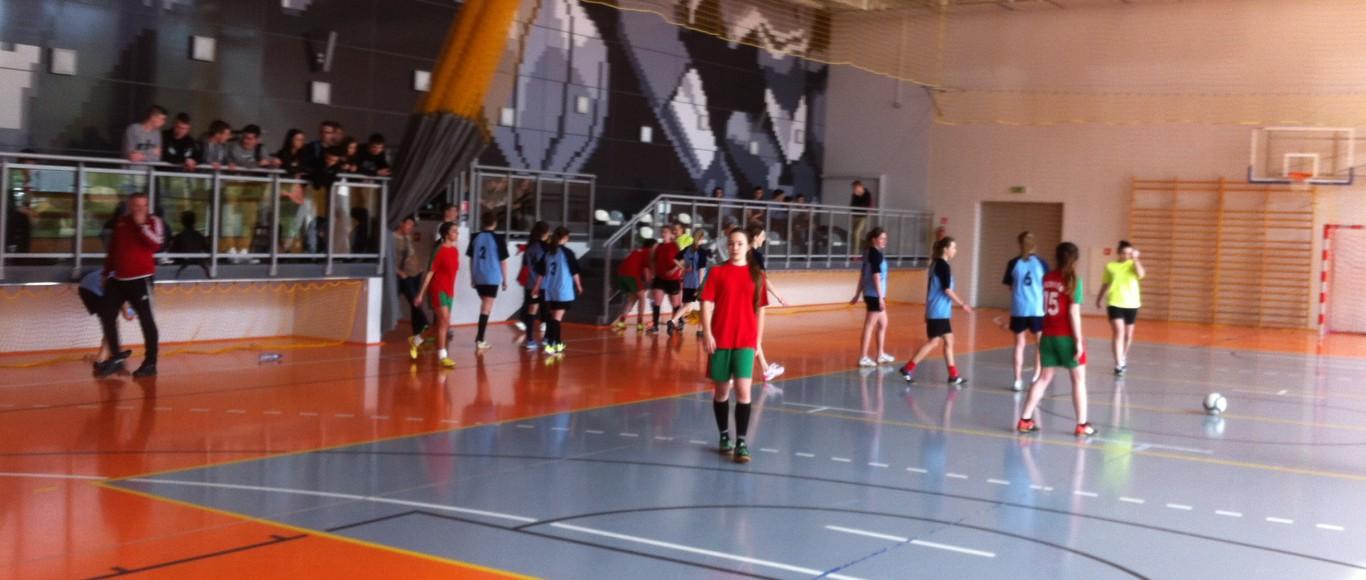Zawody piłki nożnej halowej dziewcząt